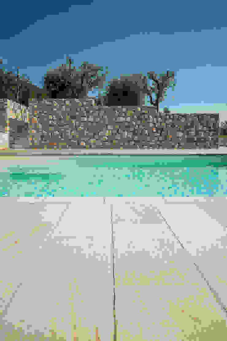 Realizzazione piscina Piscina in stile mediterraneo di Vesperini Della Noce designers Mediterraneo