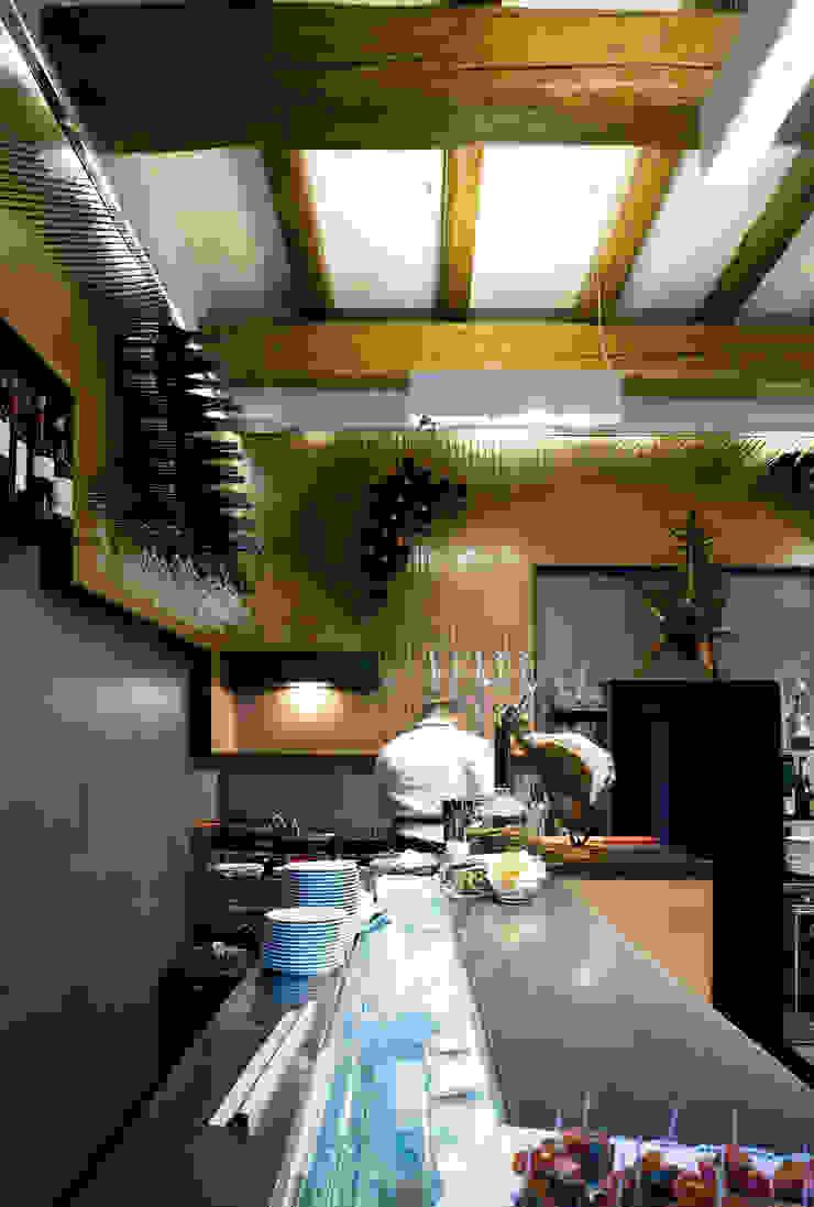 Bar Teichner C Negozi & Locali commerciali in stile industrial di Anomia Studio Industrial