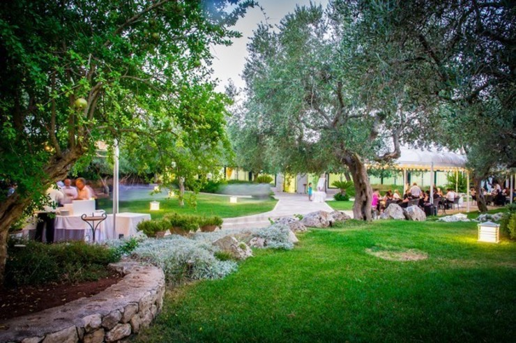 I colori dalle mille forme Hotel in stile mediterraneo di MELLOGIARDINI EXTERIOR DESIGNERS Mediterraneo