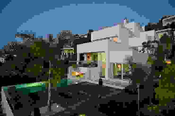 Modern houses by SH asociados - arquitectura y diseño Modern