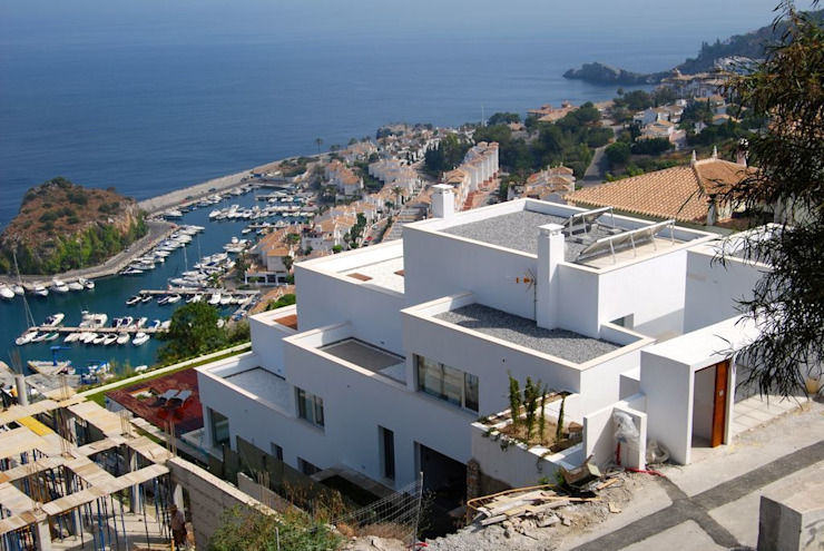 Casa Geniol - Punta de la Mona Casas de estilo moderno de SH asociados - arquitectura y diseño Moderno
