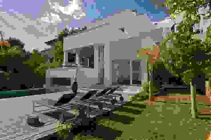 Дома в стиле модерн от SH asociados - arquitectura y diseño Модерн