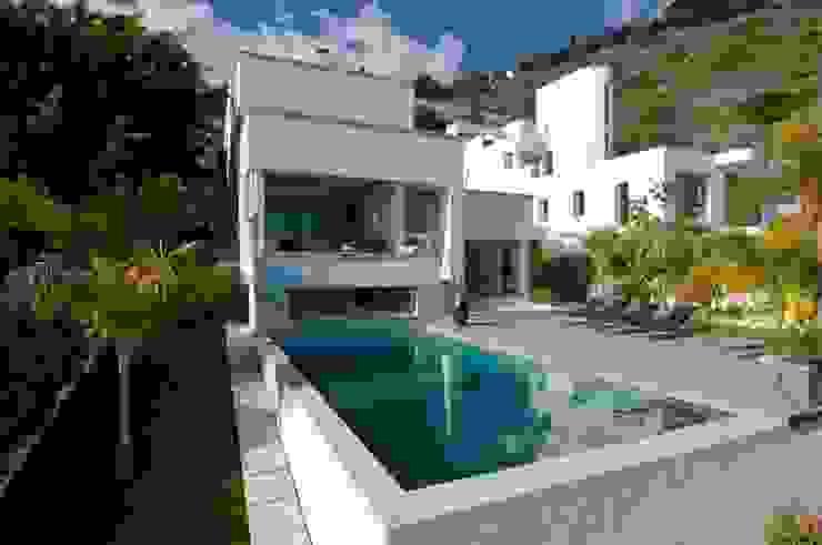 Casa Geniol - Punta de la Mona Piscinas de estilo moderno de SH asociados - arquitectura y diseño Moderno