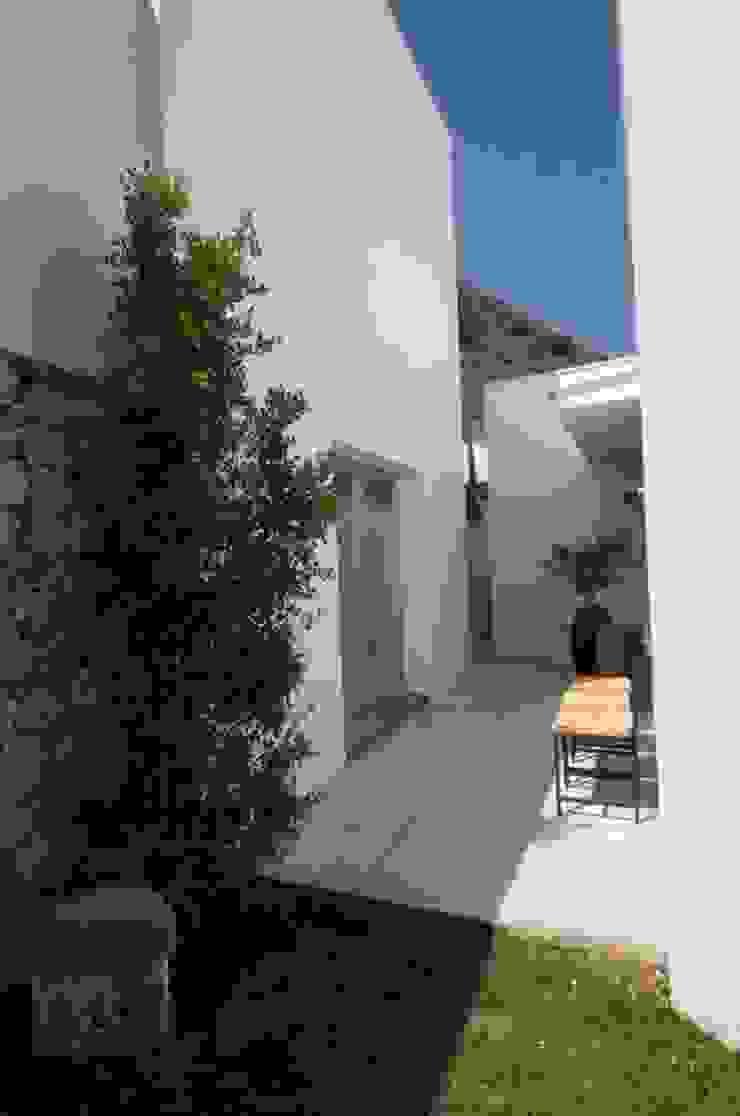 Casa Geniol – Punta de la Mona Casas de estilo moderno de SH asociados - arquitectura y diseño Moderno