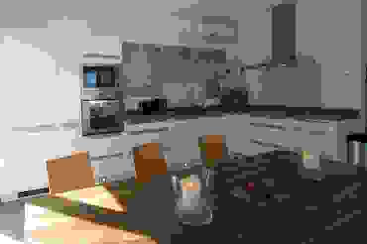 Casa Geniol – Punta de la Mona Cocinas de estilo moderno de SH asociados - arquitectura y diseño Moderno