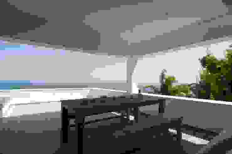 Terrazas  de estilo  por SH asociados - arquitectura y diseño,