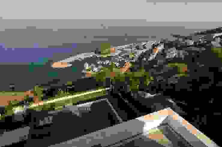 Casa Geniol – Punta de la Mona Balcones y terrazas de estilo moderno de SH asociados - arquitectura y diseño Moderno