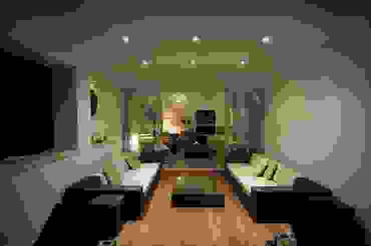 Casa Geniol - Punta de la Mona Balcones y terrazas de estilo moderno de SH asociados - arquitectura y diseño Moderno