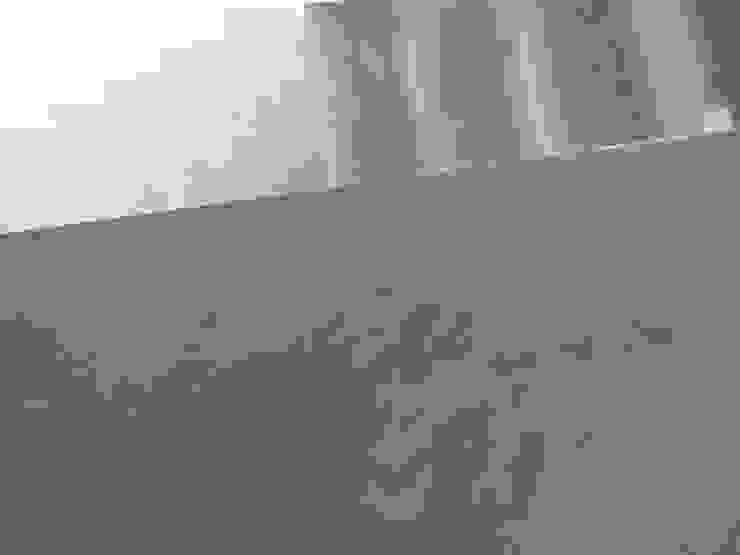 Scale in microcemento spatolato grigio di Pavimento Moderno Minimalista