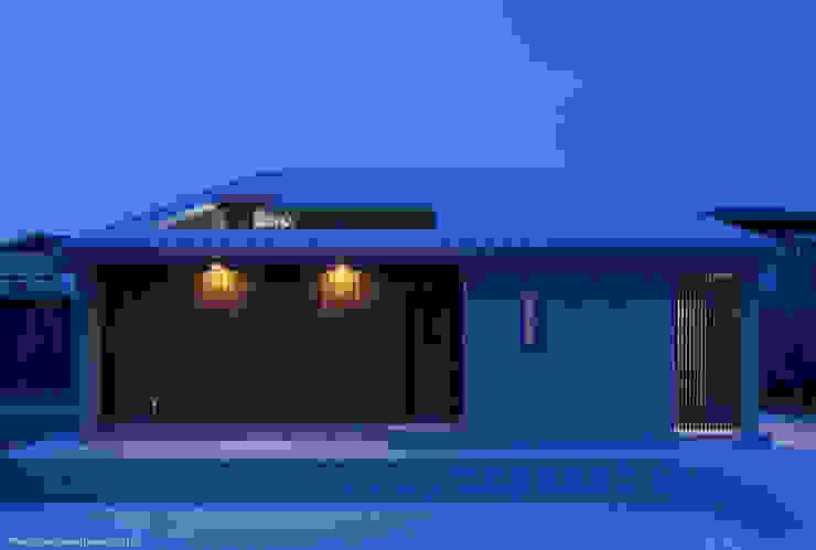 Minimalist houses by 松岡健治一級建築士事務所 Minimalist