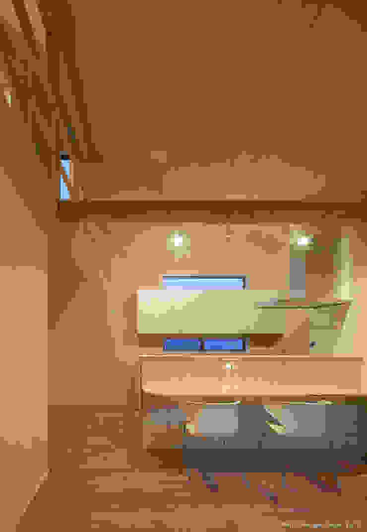 Minimalist dining room by 松岡健治一級建築士事務所 Minimalist