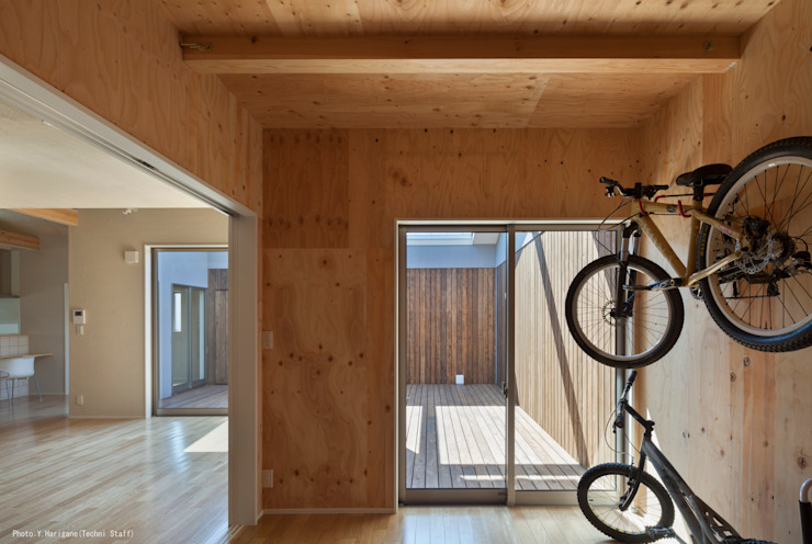 Minimalist garage/shed by 松岡健治一級建築士事務所 Minimalist
