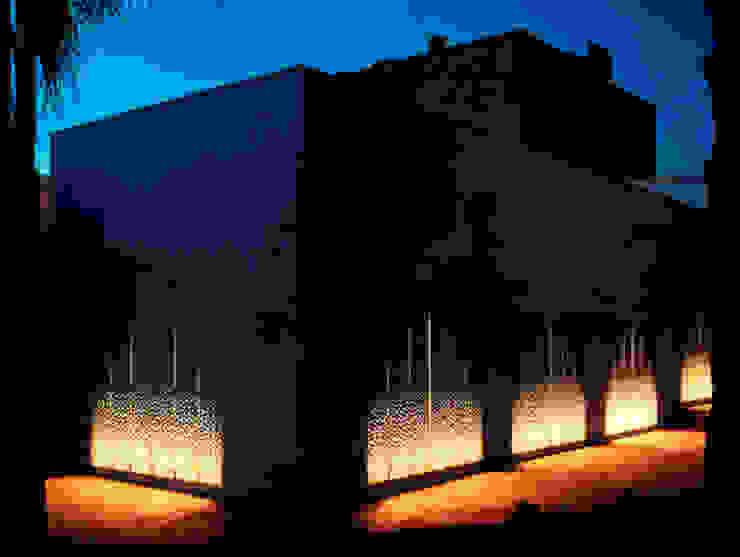 ESTERNO Ingresso, Corridoio & Scale in stile mediterraneo di Peter Pichler Architecture Mediterraneo
