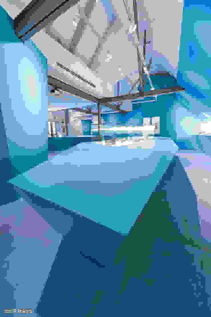 Frozen Stories - l'allestimento Musei moderni di DOC SRL Moderno
