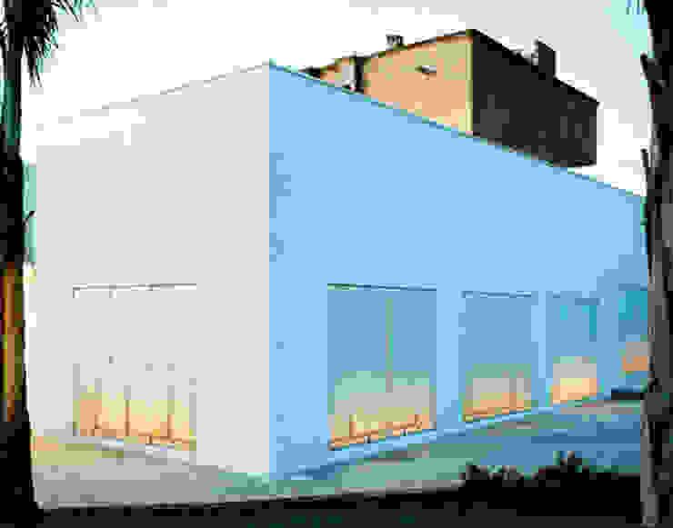 ESTERNO Finestre & Porte in stile mediterraneo di Peter Pichler Architecture Mediterraneo