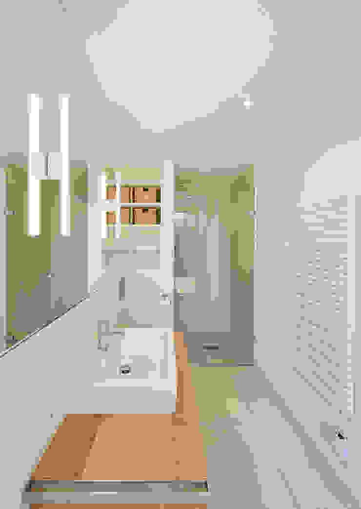 Minimalistisches Badezimmer mit Dusche Möhring Architekten Moderne Badezimmer