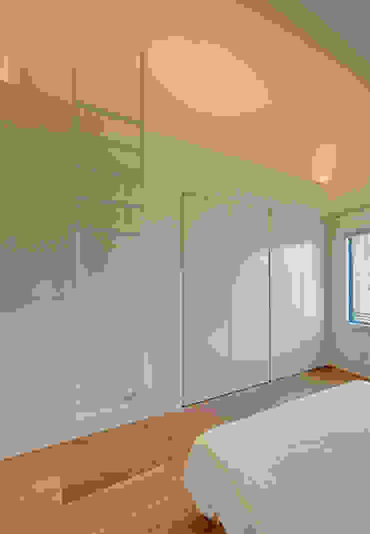 Schlafraum mit Empore Möhring Architekten Moderne Schlafzimmer