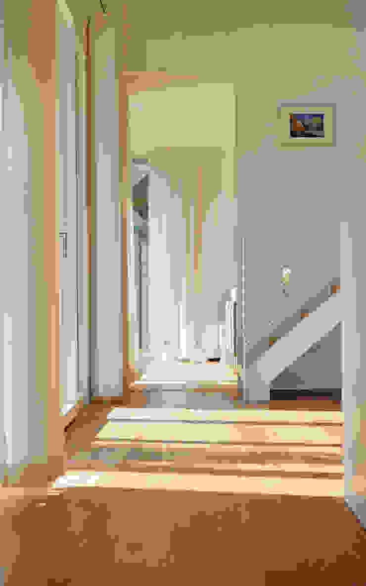 Erschließung Möhring Architekten Moderner Flur, Diele & Treppenhaus