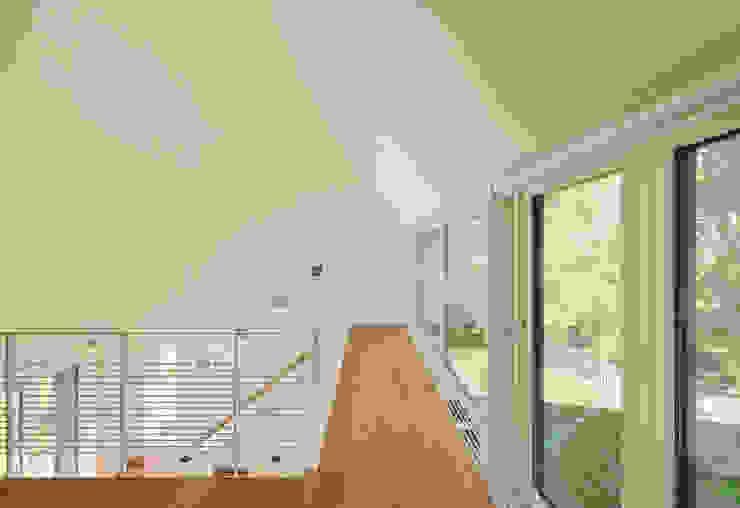 Möhring Architekten Pasillos, vestíbulos y escaleras de estilo moderno