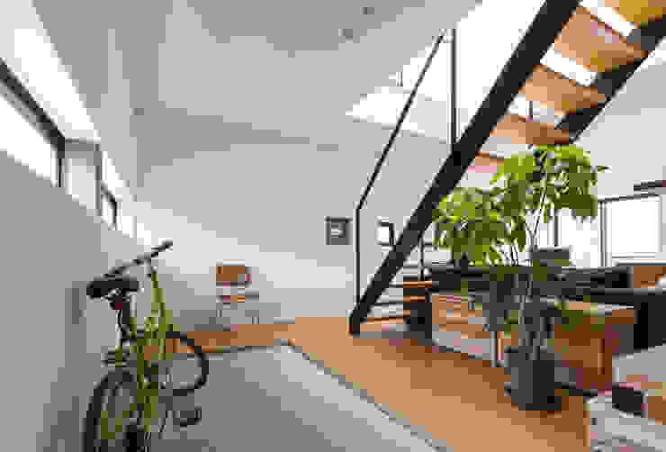 安東の住宅|住まい方の変化に向き合う モダンスタイルの 玄関&廊下&階段 の 一級建築士事務所 SAKAKI Atelier モダン コンクリート