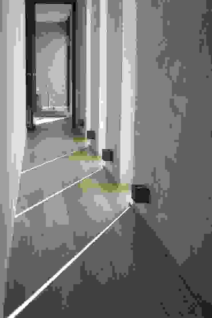 Maison neuve à Biarritz Couloir, entrée, escaliers modernes par Atelier d'Architecture Christophe Létot Moderne