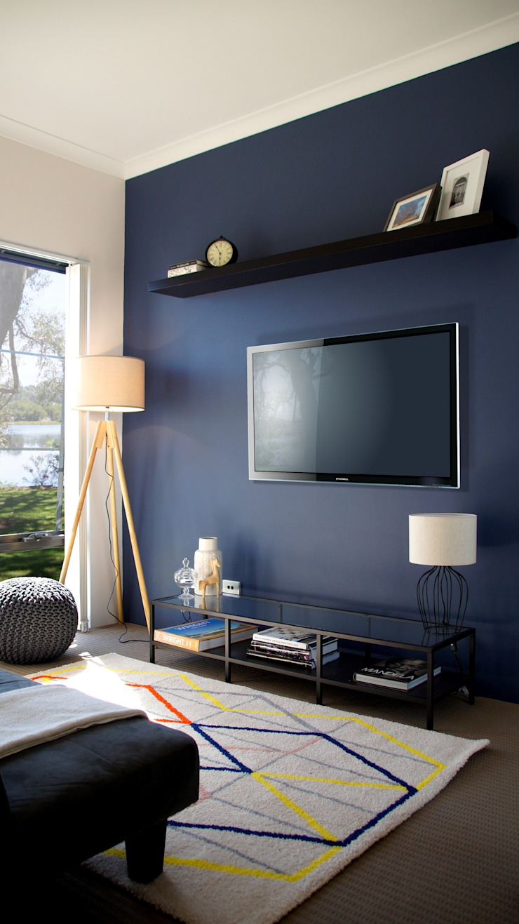 Gaming Room/Guest Room Eclectic style living room by Adorn Interior Design Eclectic