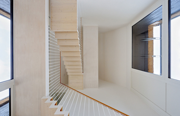 Scheunentrio mit Reetfassade, Landesbaupreis 2014 Moderner Flur, Diele & Treppenhaus von Möhring Architekten Modern