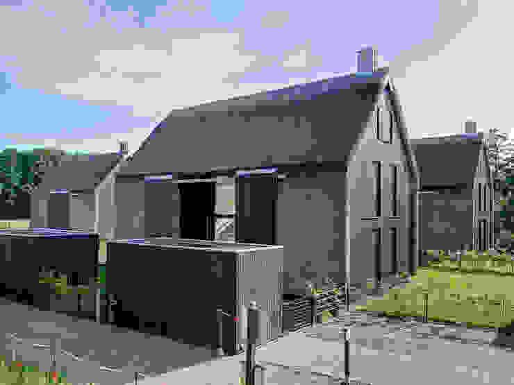 Scheunentrio mit Reetfassade, Landesbaupreis 2014 Moderne Häuser von Möhring Architekten Modern