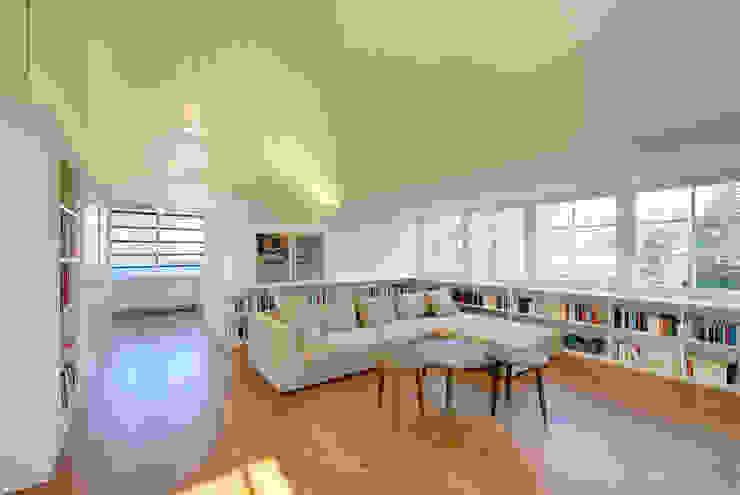 Modern living room by Möhring Architekten Modern
