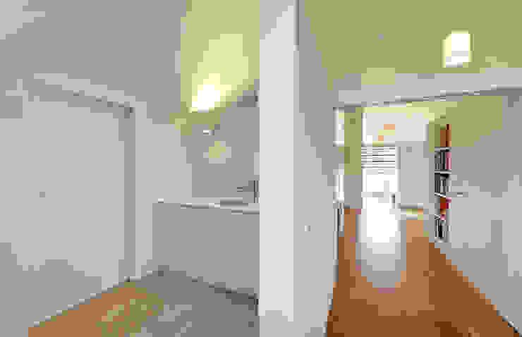Modern corridor, hallway & stairs by Möhring Architekten Modern