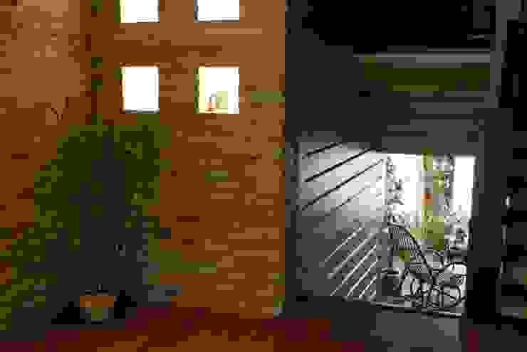Студия дизайна Country style corridor, hallway& stairs