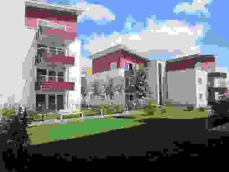 Blick in den Innenhof Moderne Häuser von aaw Architektenbüro Arno Weirich Modern