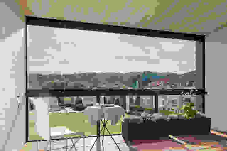 Blick aus einer der verglasten Loggien Moderner Balkon, Veranda & Terrasse von aaw Architektenbüro Arno Weirich Modern