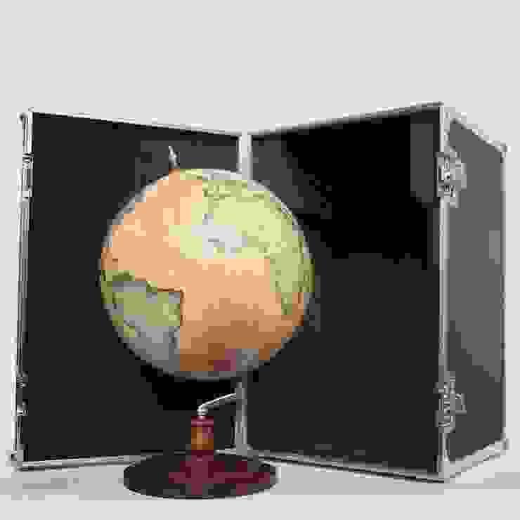 Bellerby & Co Livingstone Globe and Bespoke Flightcase de Bellerby and Co Globemakers Moderno