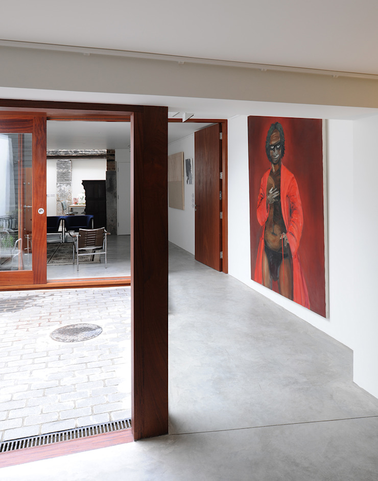 Tanners Hill Modern corridor, hallway & stairs by The Modern House Modern