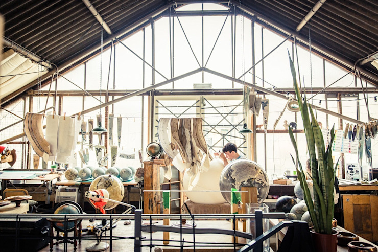 The Studio of Bellerby & Co Globemakers, London de Bellerby and Co Globemakers Moderno