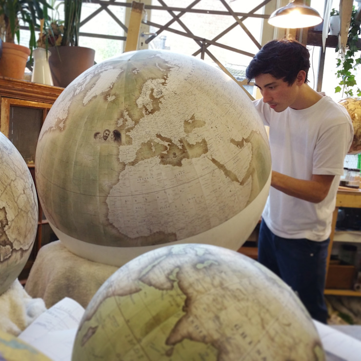 Bellerby & Co Handcrafted & Bespoke Galileo Globe de Bellerby and Co Globemakers Moderno