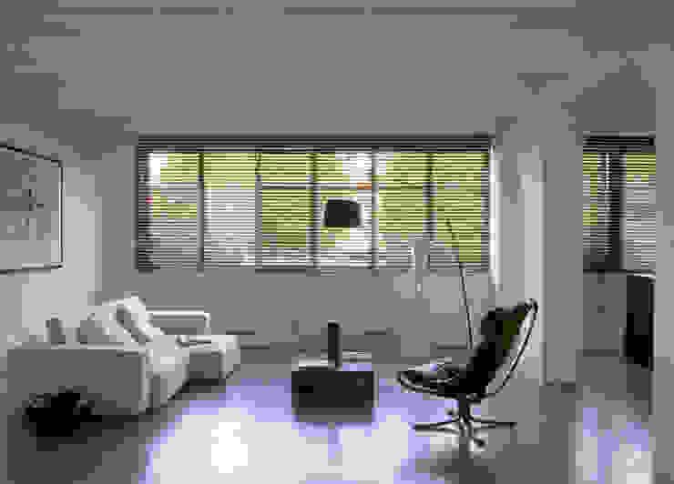 LOFT 19 - PARIS XIX Гостиная в стиле минимализм от Agence d'architecture Odile Veillon / ARCHI-V.O Минимализм