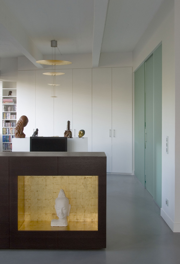 LOFT 19—PARIS XIX Industrial style dressing room by Agence d'architecture Odile Veillon / ARCHI-V.O Industrial