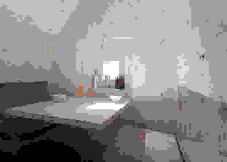 ANTOINE Minimalistyczne domy od Bureau A Minimalistyczny