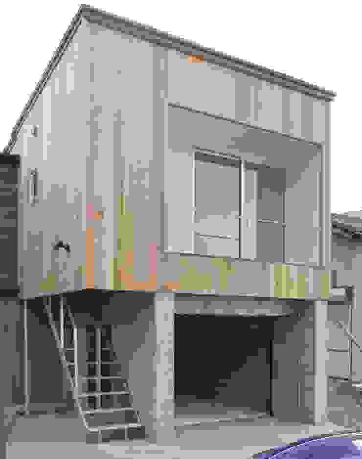 Eklektyczne domy od 家山真建築研究室 Makoto Ieyama Architect Office Eklektyczny
