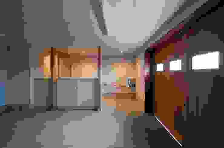 Garasi Gaya Eklektik Oleh 家山真建築研究室 Makoto Ieyama Architect Office Eklektik