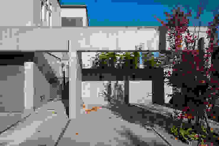 前庭(駐車スペース) モダンな 家 の 家山真建築研究室 Makoto Ieyama Architect Office モダン
