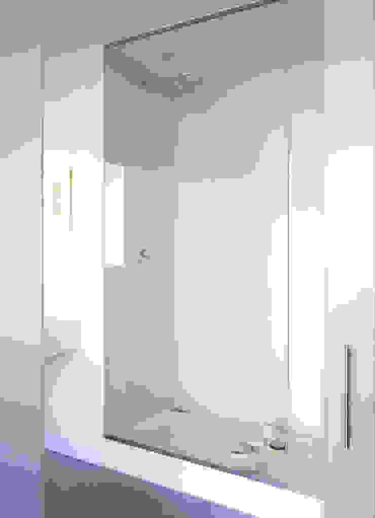 LOFT 19—PARIS XIX Industrial style bathroom by Agence d'architecture Odile Veillon / ARCHI-V.O Industrial