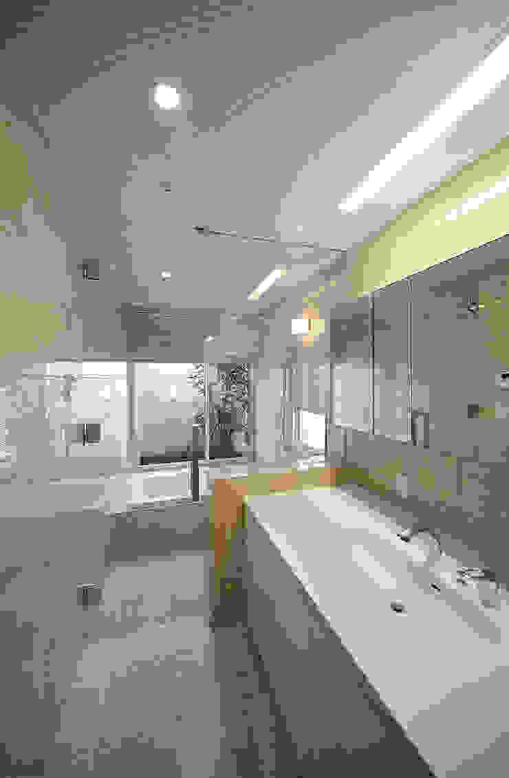 洗面浴室 モダンスタイルの お風呂 の Atelier Square モダン