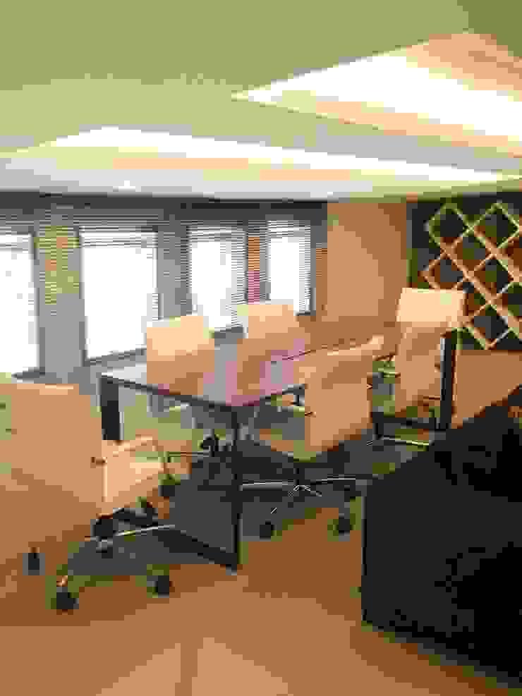 MUNGAN INTERIOR DESIGN Moderne Bürogebäude