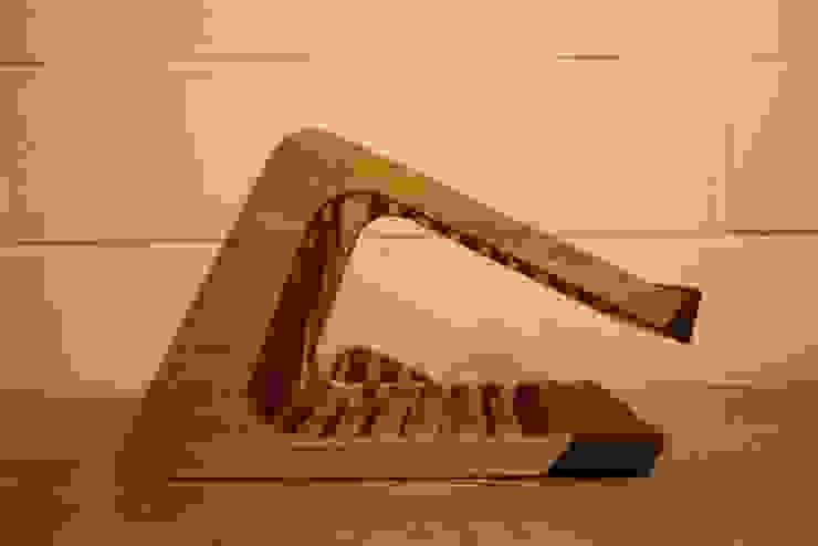 Raptop stand: modern  by Mobelplus, Modern