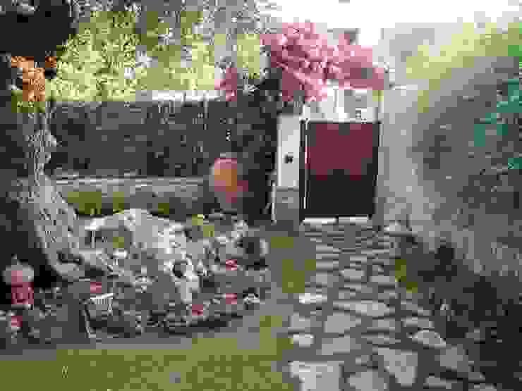 PICCOLI SPAZI Giardino in stile mediterraneo di MELLOGIARDINI EXTERIOR DESIGNERS Mediterraneo