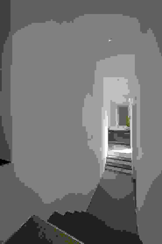 玄関ホール モダンスタイルの 玄関&廊下&階段 の 余田正徳/株式会社YODAアーキテクツ モダン