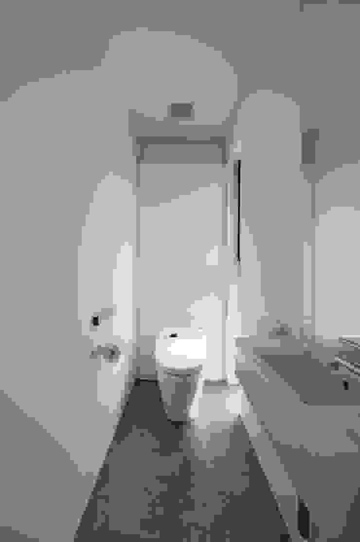 トイレ モダンスタイルの お風呂 の 余田正徳/株式会社YODAアーキテクツ モダン